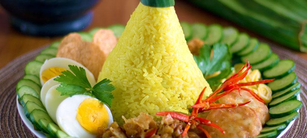 Food Bites: Nasi Tumpeng