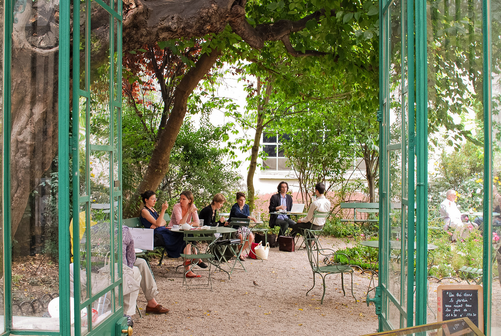 10 best things to do in montmartre paris bonappetour - Musee de la vie romantique salon de the ...