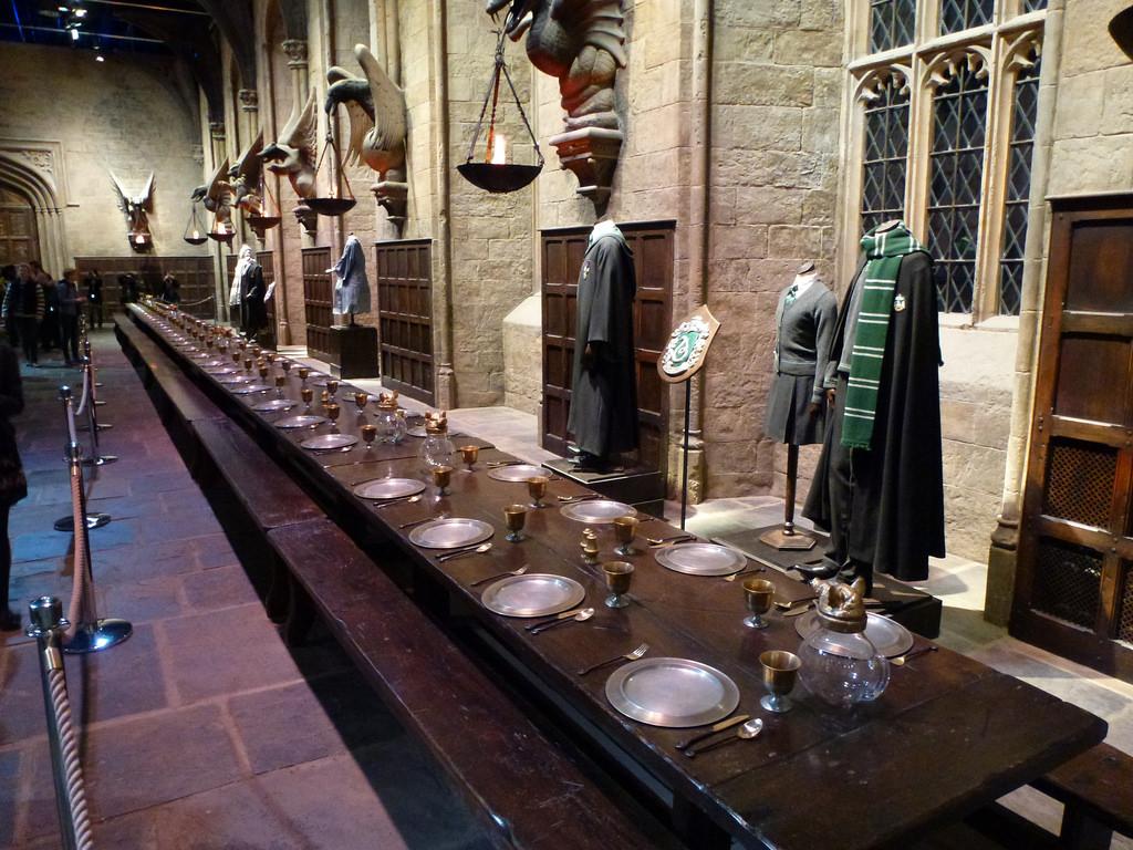 Fantastic Wallpaper Harry Potter Dining Hall - 1496892062-2769289  2018_808927.jpeg