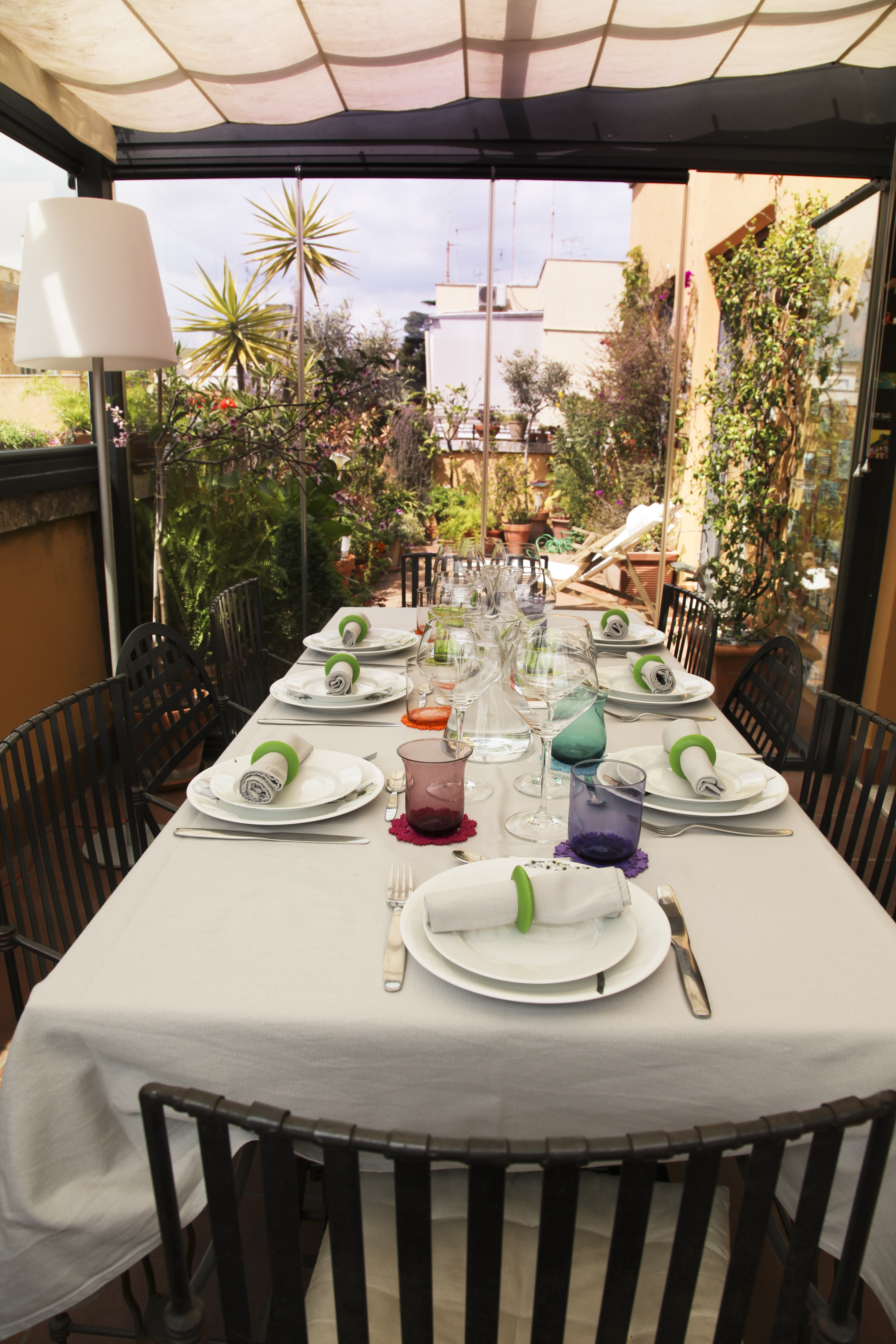 Dining on a roman terrace in rome metropolitan city of for Dinner on the terrace